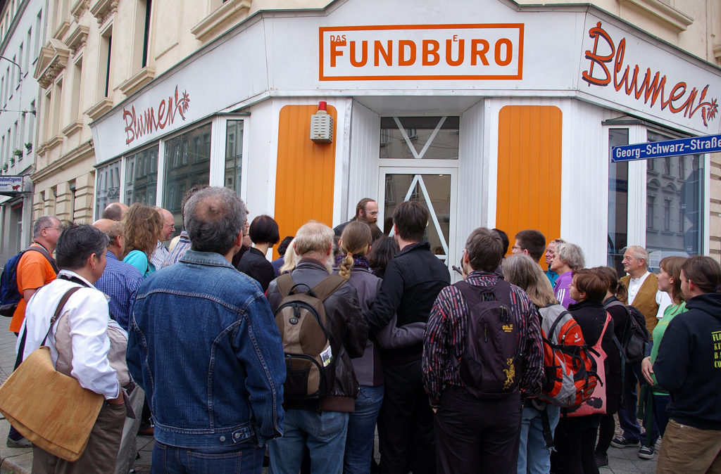 Fundbuero visitors gather for a walking tour of the Lindenau neighborhood led by Rainer Muller. Photo by Monica Sheets.