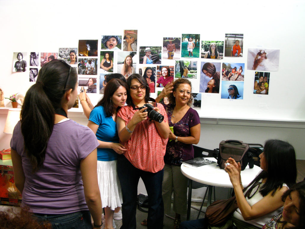 Participants in a Project Luz photography class review their images. Image courtesy of Sol Aramendi.